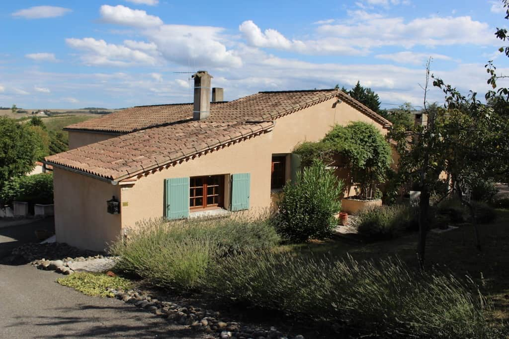 Price reduced - Spacious 3 bedroom villa in sought after location - €275000